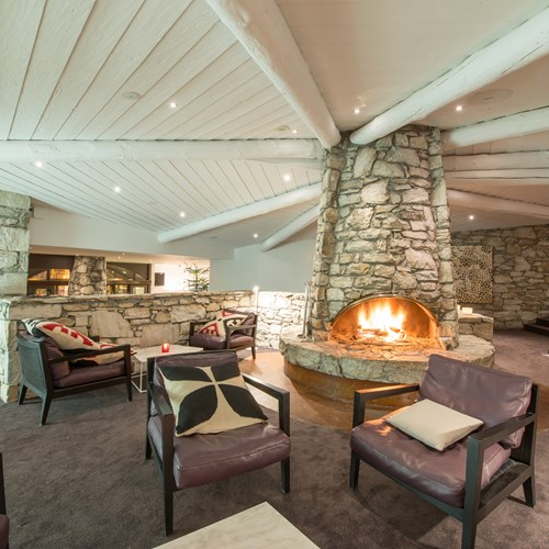 Hotel L'Aigle des Neiges-Val d'Isere-lounge area with fire