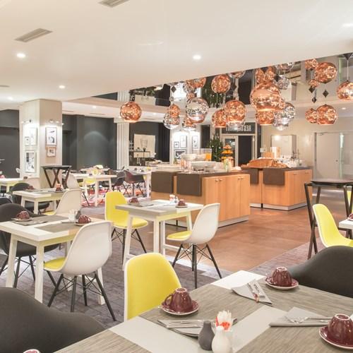 Hotel L'Aigle des Neiges-Val d'Isere-restaurant bright