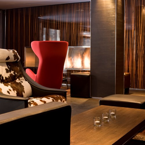 Hotel-Avenue-Lodge-Val-d-Isere-lounge-area-with-fire