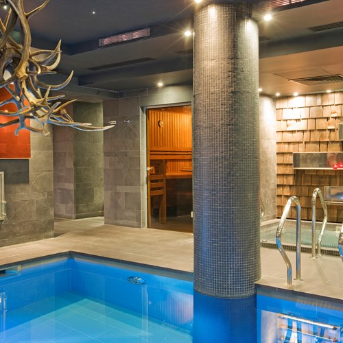 indoor-pool-at-Hotel-Avenue-Lodge-Val-d-Isere-ski-resort