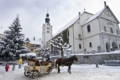 Megeve-horse-drawn-cart