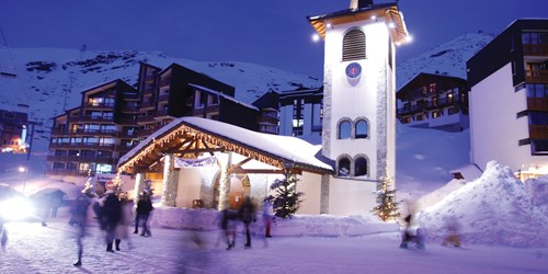 Val-Thorens-France-tourist office at night