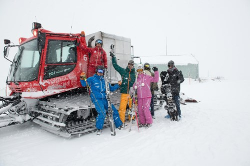 Cat skiing in japan, off-piste powder