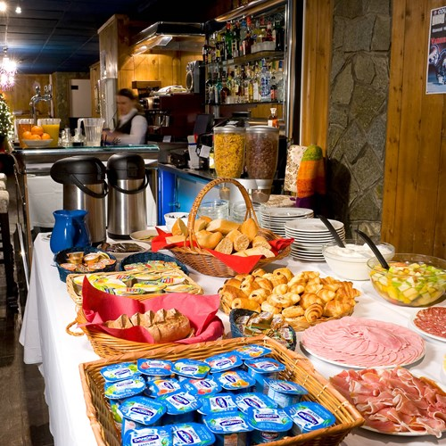 courchevel-olympic-courchevel-1850-breakfast.jpg