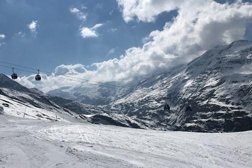 Obergurgl-pistes-blue-skies
