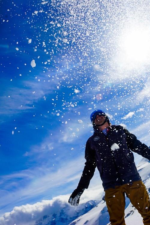 Flexiski-Snow-Throwing.jpg
