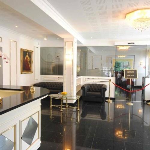 Hotel Maria Theresia, Ski Accommodation in Austria. Reception area