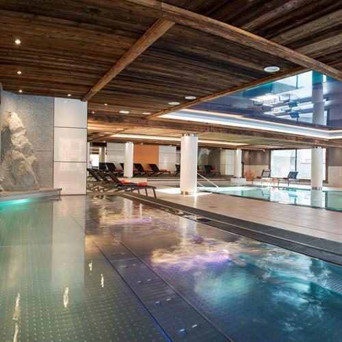 Chamonix-Le-Cristal-de-Jade-pool-2.jpg