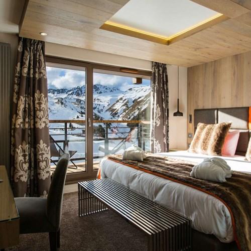 Hotel Taj-i Mah, ski hotel in Les Arcs, France - room with mountain veiws