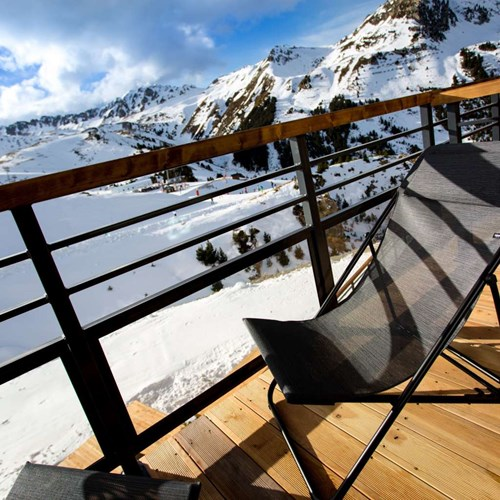 Hotel Taj-i Mah, ski in, ski out hotel in Les Arcs, France - balcony chair