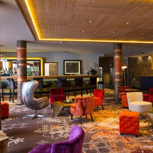 Hotel Taj-i Mah, ski in, ski out hotel in Les Arcs, France - bar
