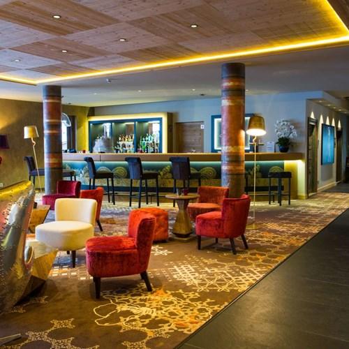 Hotel Taj-i Mah, ski in, ski out hotel in Les Arcs, France - bar seating