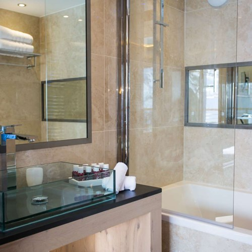 Hotel Taj-i Mah, ski in, ski out hotel in Les Arcs, France - bathroom