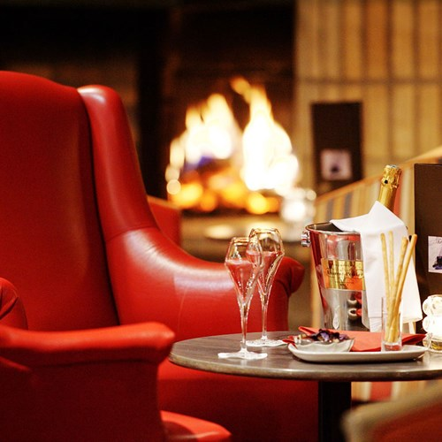 Courchevel-Mercure-hotel-fire-chair.jpg