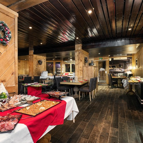 buffet restaurant at Hotel Meribel Mottaret