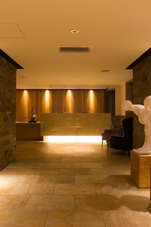 Ski Hotel Chalet Ivy-Niseko-Ski Japan-bowing men in reception