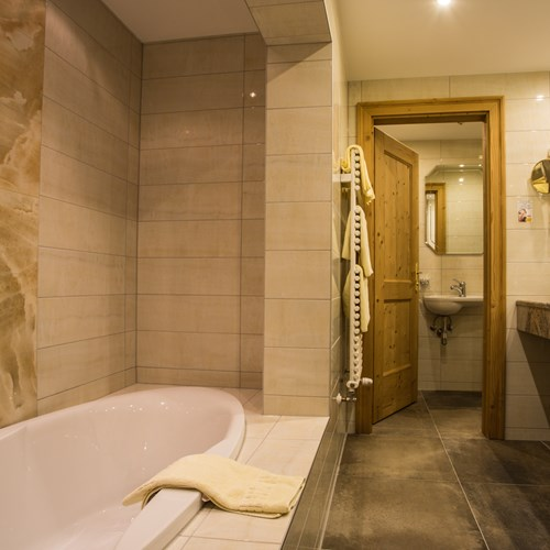 Hotel Alte Post, ski accommodation St Anton, Austria. Room with en suite