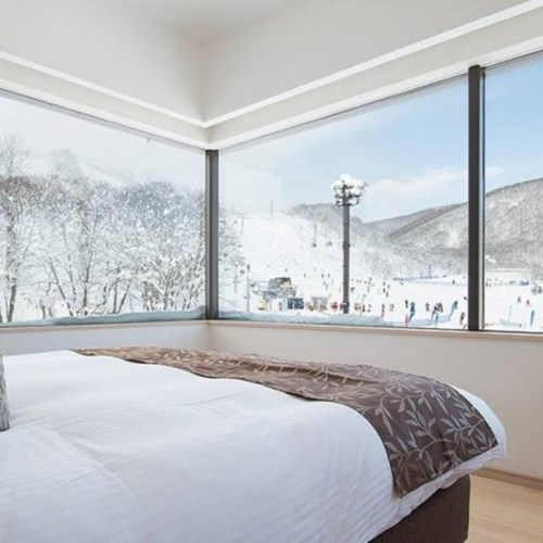 Ski Hotel Ki Niseko - Ski Japan - corner bedroom with a view