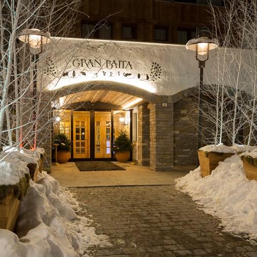 Hotel Gran Baita Courmayeur snow flanked front door