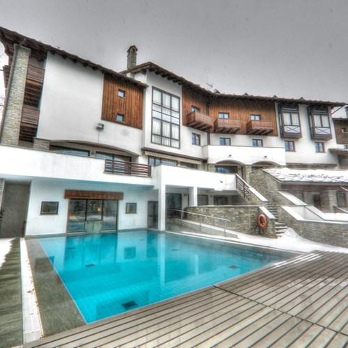 Hotel Gran Baita Courmayeur snowy pool