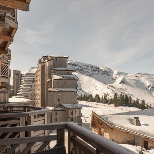 Residence-L'Amara-Avoriaz-France-balcony-view-snow.jpg
