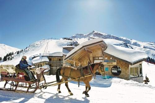 horse and sleigh in Avoriaz France, skiing with children