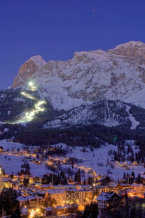 Cortina-ski-holidays-Italy-night skiing slopes