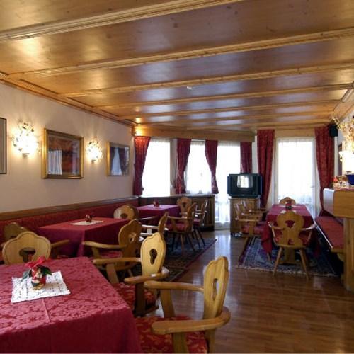 Hotel Olimpia Cortina dining room-ski accommodation