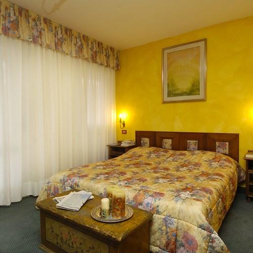 yellow double room Hotel Olimpia Cortina