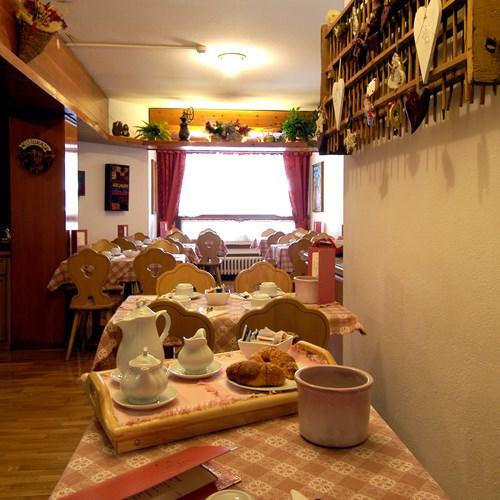 ski accommodation Hotel Olimpia Cortina-breakfast