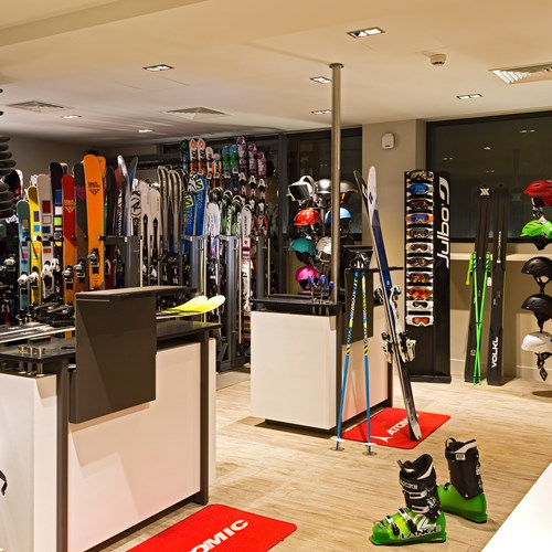 Hotel Heliopic-Chamonix ski resort-in-house ski shop