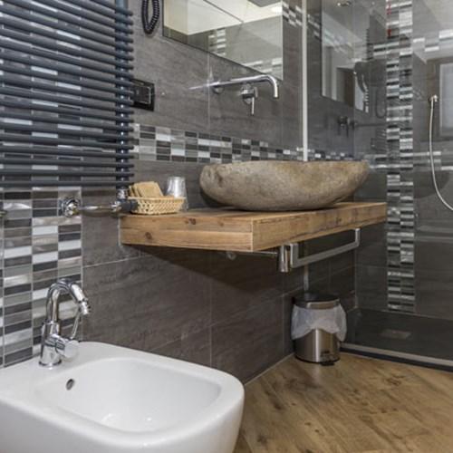 K2 Hotel Sauze d'Oulx family room bathroom