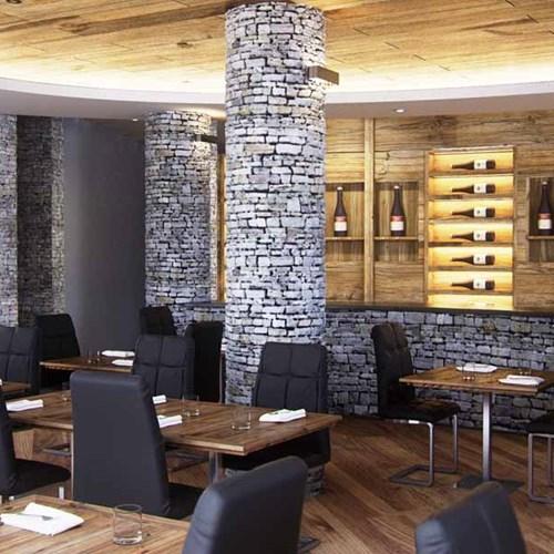 K2 Hotel Sauze d'Oulx wine bar area