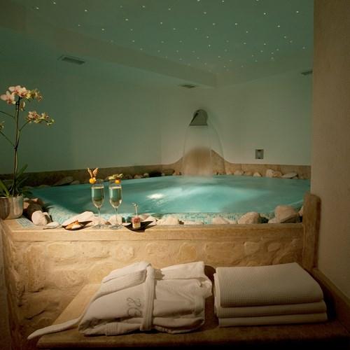 hot tub at the Hotel Cortina ski accommodation