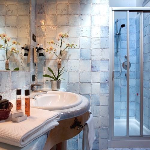 Hotel Cortina ski accommodation bathroom