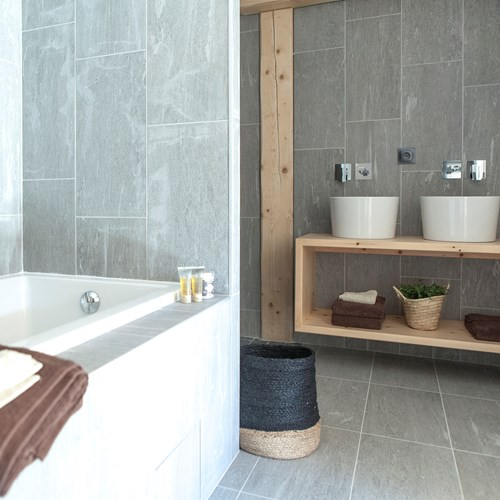 Flexiski Operated Chalet Des Cascades Les Arcs Junior Suite Bathroom