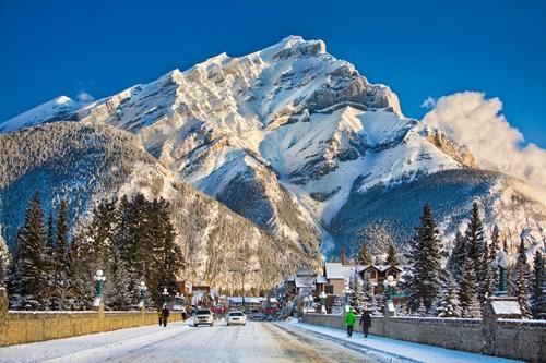 Destination_Signature_Banff_Avenue_Winter_Paul_Zizka_12_Horizontal.jpg