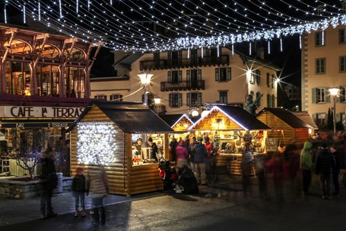chamonix christmas market evening lights