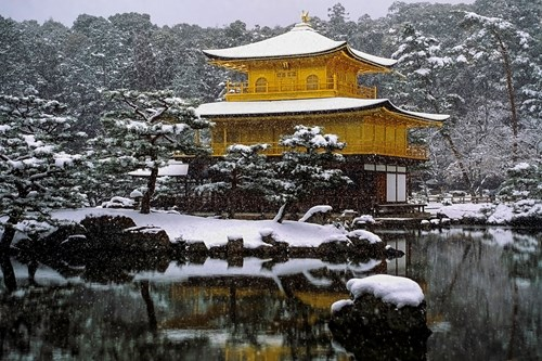 Kinkaku-ji temple Kyoto, ski holidays in Japan