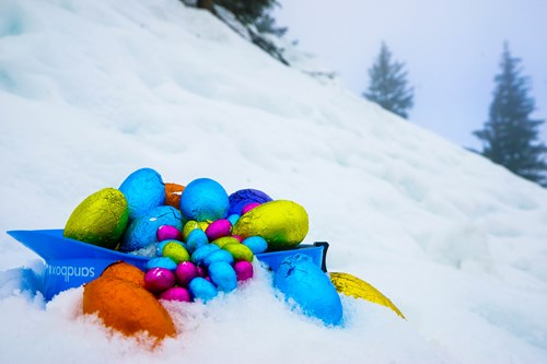 Morzine, Easter eggs in a helmet in snow.jpg