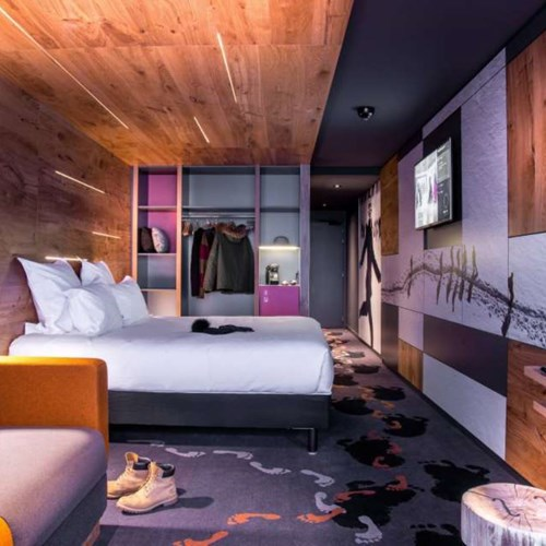 Chamonix Hotel Alpina Bedroom.JPG
