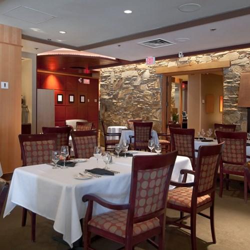 Hilton-Whistler-Resort-and-Spa-restaurant