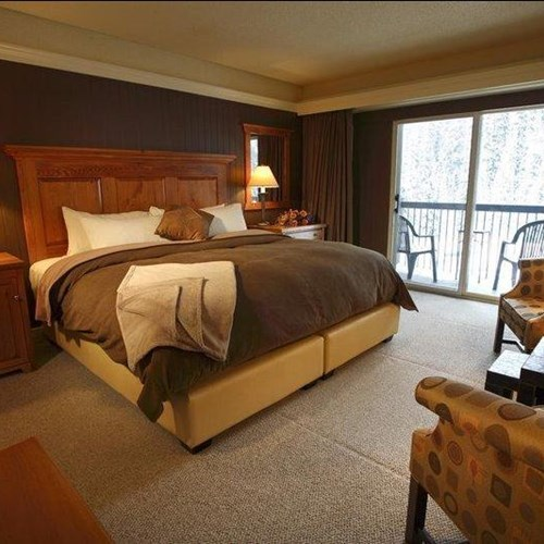 Deer Lodge-Lake Louise-Guest Room.JPG