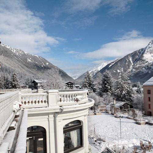 La Folie Douce Hotel-Ski in ski out hotel in Chamonix-terrace/balcony