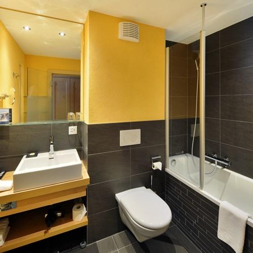 Hotel Eiger-Grindelwald ski hotel bathroom