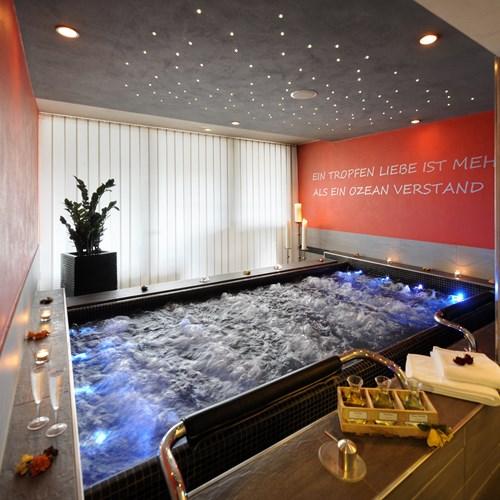 Grindelwald ski resort Hotel Eiger selfness blossom pool
