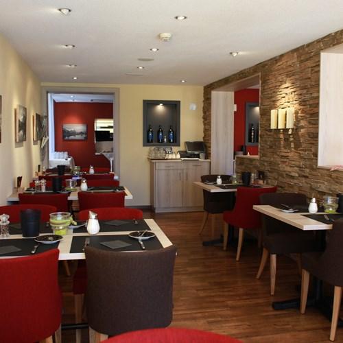 Grindelwald ski resort Hotel Eiger breakfast room-galleria Fruehstueck