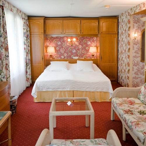 Hotel Wengener Hof-Wengen-Triple room.JPG