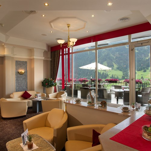 Hotel Belvedere-ski accommodation in Grindelwald-lounge in lobby-terrace