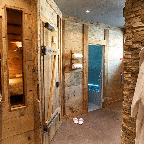 Hotel Belvedere-ski accommodation in Grindelwald-wooden wellness area